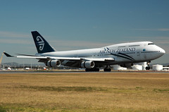 ZK-NBT 'Kaikoura' Boeing 747-419 Air New Zealand (Robert Frola Aviation Photographer) Tags: nikond70 boeing boeing747 airnewzealand 2007 ybbn zknbt boeing744 brisbanespottersweekend2007