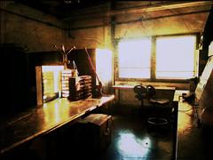 atelier industriel (coco de carry) Tags: marseille lumiere industrie reflets usine rayons capteur