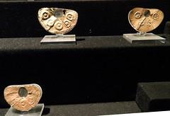 Museo Larco narigueras de oro Vicús 5414 (Rafael Gomez - http://micamara.es) Tags: peru de y lima galeria museo oro larco joyas vicús narigueras