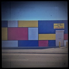 De Stijl in the desert...A Mondrian-inspired scene on Speedway (allophile) Tags: wall square tucson streetscape primarycolors speedway destijl neoplasticism mobilephotography metrognome arizonapassages lomob texturesquared iphoneography perspectivecorrect snapseed