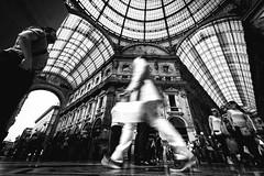Shopping a Milano (mariateresa toledo) Tags: shopping milano movimento 10mm folla galleriavittorioemanueleii sonynex7 mariateresatoledo