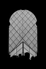 rivoluzione (Antonio_Trogu) Tags: people blackandwhite bw white black paris france monochrome museum blackwhite arch pyramid gente louvre streetphotography silhouettes muse bn heads portal teste arco controluce portale antoniotrogu
