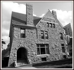 William Pungs House, East Ferry Avenue--Detroit MI (pinehurst19475) Tags: city building architecture detroit architects eastferryavenuehistoricdistrict nrhpdistrict80001921 pungshouse williampungshouse malcomsonandhigginbotham williampungs