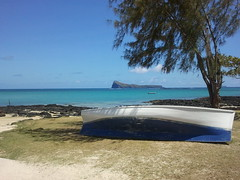 Bleu Blanc (dbrothier) Tags: ilemaurice maurice mauritius samsung bleu mer blanc bateau flickrclickx yourbestoftoday seaside water flickr13