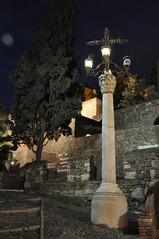 DSC_1172 A los pies de la Alcazaba (David Barrio López) Tags: cruz alcazaba gibralfaro malaga andalucia spain nikon d90 fotografíanocturna davidbarriolópez davidbarrio nikkor1685mm 1685mm afsdxnikkor1685mmf3556gedvr nikond90