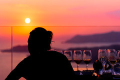 Drinking sunset (robertofaccenda.it) Tags: beach ciclades cicladi grecia greece holydays mar mare playa praia pyrgos santorini sea spiaggia sunset tramonto vacanze vacation κυκλάδεσ