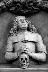 (federica.cocco) Tags: portrait blackandwhite sculpture berlin church canon dead skull faith pray gothic marienkirche berlino