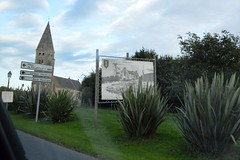 2013_Normandia_0492 (emzepe) Tags: france church sign poster de frankreich kirche billboard notredame direction normandie lower normandy francia glise normandia templom basse lassomption risplakt collevillesurmer tbla utazs bassenormandie sz oktber 2013 franciaorszg poszter tjelz irny tirny