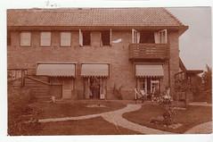 """""""Achtertuin huis Bussum"""" (Jo Hedwig Teeuwisse) Tags: old history mystery found lost photo colonial indie nederlands geschiedenis gevonden dutchindies willemagathushuygens"""