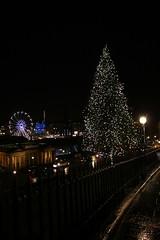 Christmas 2013 In Edinburgh (Derbyshire Harrier) Tags: christmas winter rain fence scotland edinburgh windy christmastree christmaslights bigwheel damp 2013 edinburghchristmasmarket