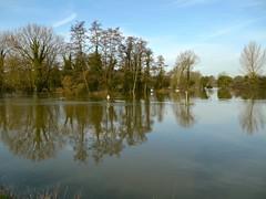 Cookham, Berkshire (cherington) Tags: england flooding unitedkingdom roadclosed berkshire riverthames thecauseway cookhammoor cookhamonthames peopletoplaces floodingincookham