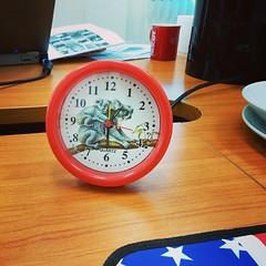 นาฬิกาเกือบตาย คือ มันเดินแต่เข็มวินาที เข็มอื่นๆ นิ่งสนิท... สมกับเป็นสินค้าจากร้าน 20 บาททุกอย่างจริงๆ