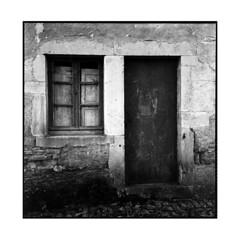 old house • veuvey sur ouche, burgundy • 2013 (lem's) Tags: door old house window rolleiflex burgundy sur porte maison bourgogne fenetre vieille planar ouche veuvey