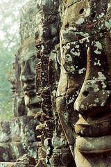 高棉的微笑 (奈勒斯 / LINUS) Tags: film smile nikon cambodia f100 siemreap angkor bayon angkorthom khmersmile
