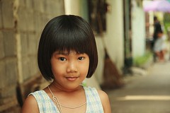 pretty girl (the foreign photographer - ฝรั่งถ่) Tags: pretty girl child khlong thanon portraits bangkhen bangkok thailand canon kiss
