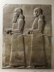 Relief deux fonctionnaires (barbu et imberbe) (Phicantien de Chaldée) Tags: khorsabad archéologie irak sargon assyrie mesopotamie muséedulouvre