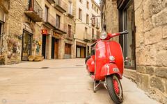 vespa en Besalú (anyulled) Tags: vespa moto besalú rojo pueblo medieval piedras