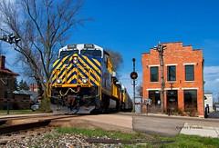 Standing Out (Wheelnrail) Tags: csx cefx leaser locomotive citirail es44ac q231 train trains railroad rail road signal cpl bo tipp city sunny stripes