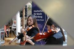 P1160313 (stadtbuecherei.wuerzburg) Tags: 70jahrehochschulefürmusikwürzburg bauwerke bibliotheken deutschland kimseyoung leute orte stadtbüchereiwürzburg violine würzburg zhoutongtong