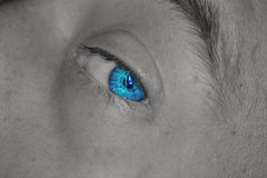 Guarderò attraverso la finestra dei tuoi occhi per vedere te. (~Roberta~) Tags: eyes blue blueeyes lover love occhi terence gimp biancoenero blackandwhite postproduction photomanipulation nikon nikond5200 beginner principiante amore macro tamron af 70300