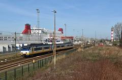 Hoek van Holland, Sprinter naar Rotterdam (Ahrend01) Tags: hoek van holland stena ns sprinter ferry veerboot spooremplacement haven vuurtoren