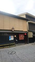Kurosuke | 不知道下雨時窗簾該怎麼辦 (ddio.tw) Tags: 2017 春 旅行 kyoto 京都 kurosuke 上七軒