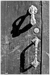 Handles And Shadows (JOSEAN GOMEZ) Tags: shadow texture blancoynegro digital 35mm canon eos blackwhite oldsanjuan puertorico negro streetphotography textures sombras texturas viejosanjuan lightroom fotografiacallejera canoneos60d oldsanjuanstreets silverefexpro2 lentecanonefs18200mmis