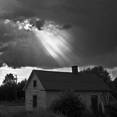 Rays of light (totheforest) Tags: summer blackandwhite house clouds sweden rays sunrays hus sommar raysoflight moln svartvitt norrbotten solstrlar strlar nikond90 ljusstrlar jebyn nikonflickraward nikkorafsdx18105mmf3556gedvr