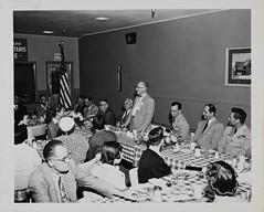 Anglų lietuvių žodynas. Žodis luncheon meeting reiškia pietūs posėdis lietuviškai.