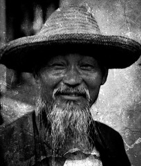 People from the World in Black and  White - CHINA , old and wise (or slyly)  67-95/12346 (roba66) Tags: china old portrait people blackandwhite bw man face hair reisen gesicht leute menschen portraiture wise sw mann alter roba66