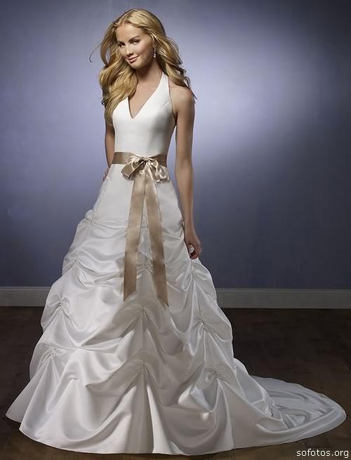 Vestidos de noivas com laço de cetim