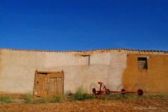Fachada (Gorka Bengoa) Tags: azul ventana spain valladolid cielo fachada trillo