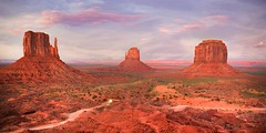 IMG_8916 Monument Valley Utah (Bettina Woolbright) Tags: red arizona orange southwest rock utah butte indian september valley navajo monumentvalley pinnacle navajonation tribalpark merrickbutte leftmitten rightmitten viewhotel bettinawoolbright woolbr8stl theviewhotel 5d3