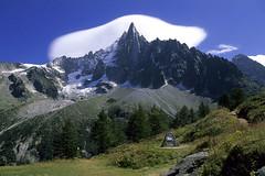 Chamonix-Mont-Blanc, les Drus vus depuis le signal Forbes (Ytierny) Tags: dru france horizontal montagne piton neige nuage chamonix sentier montblanc excursion glace alpinisme massif randonne hautesavoie aiguille granit montenvers nv alpesdunord signalforbes ytierny
