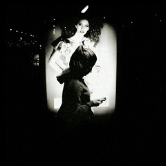 [people and smartphone] (Luca Napoli [lucanapoli.altervista.org]) Tags: milan milano smartphone zoomfx cityofsilence lucanapoli sonyxperias milanoinganni fermatainganni