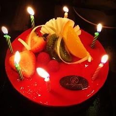 เป่าเค้กวันเกิด รอบ 2 ขอบคุณ @boonthima  และ  @shadowzoda  มากๆนะ ขอบคุณจริงๆ นะรักเธอ