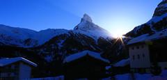 Zermatt (perreten1991) Tags: schnee light sky sun snow berg canon schweiz licht sonnenuntergang dorf swiss berge zermatt matterhorn sonne canoneos650d