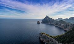 Mallorca | Cap Formentor 3 (Wolfgang Staudt) Tags: capdeformentor mallorca balearen spanien insel baleareninsel aussicht aussichtspunkte miradordescolomer abgelegen attraktion felsen bergig sonnenaufgang morgenrot rheinlandpfalz deutschland de