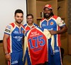Virat Kohli presents jersey no. 175 to Chris Gayle