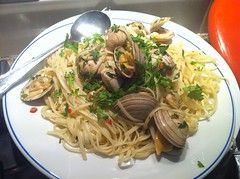 Dinner - May 18 - Linguine alla vongole (Two Fat Laddies) Tags: food dinner blog healthy italian meals pasta meal chilli parsley clams linguineallavongole twofatladdies uploaded:by=flickrmobile flickriosapp:filter=nofilter
