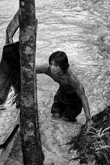 Lemanak river (Ma Poupoule) Tags: travel people asia nb adventure tribes asie poule ethnic noirblanc malaisie grupos dayak borno scnedevie tnicos mapoule