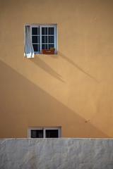 Fuerteventura Window (tausend und eins, fotografie) Tags: wind sommer fenster wand fuerteventura urlaub menschen gelb wohnung schatten leben vorhang wohnen gardine