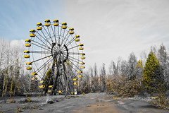 Chernobyl amusement park ferris wheel (MoraTilTordis) Tags: abandoned radiation ukraine disaster second ferriswheel amusementpark chernobyl pripyat