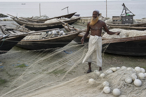 Fisherman pulling net, Bhola, Bangladesh. Photo by Finn Thilsted, 2012.