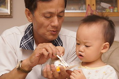 DSC08692 (小賴賴的相簿) Tags: birthday family sony 台灣 台北 生日 家庭 全家福 爸爸 生日快樂 1680 小蔡 a55 單眼 1680mm 蔡斯 slta55v anlong77 小賴家 小賴賴