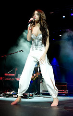 selena gomez 02 (barefootmusicians) Tags: musician feet stage performance barefoot singer performs vision:night=080