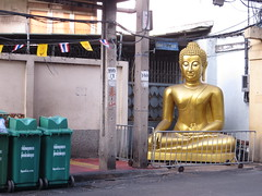 Bangkok Roadside Buddha (ashabot) Tags: street gold seasia bangkok buddha cities quirky streetscenes alleys randomfindings roadsidebuddha