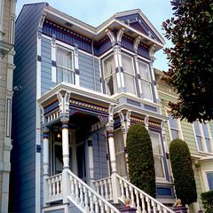 Posh Pad (Scott Holcomb) Tags: sanfrancisco california 6x6 mediumformat 120film victorianarchitecture kodakportra400film epsonperfectionv600 photoshopdigitalization minoltaautocordlmxchiyokotlr seikoshamxrokkor75mmf3235lens