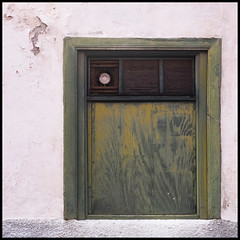 tenerife | in the blinking of an eye (foto.phrend) Tags: window square decay tenerife fujifilm simple daylightrobbery