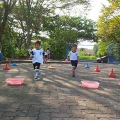 kegiatan-olahraga-memindah-bola-lari-silang (2)
